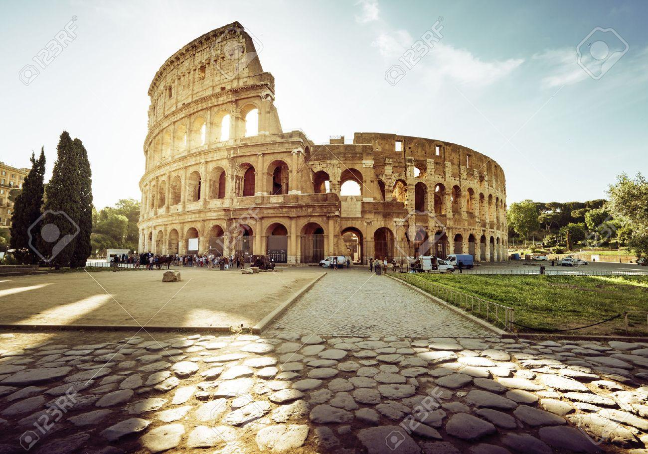 45928761 colisee a rome et le soleil du matin italie