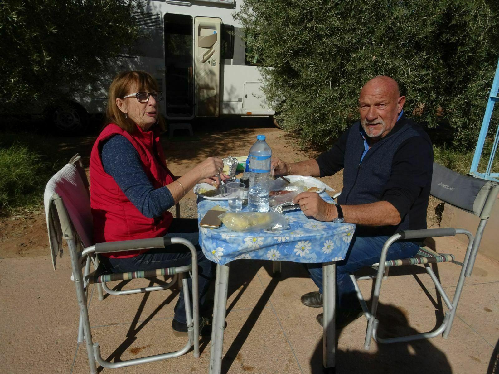 Premier repas au soleil