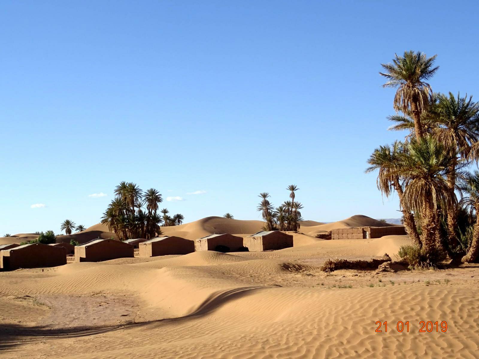 Tentes nomades pour touristes dans le desert